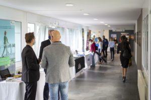 : Die Besucher informierten sich auf der Sponsoren-Ausstellung über Gesundheitsthemen.